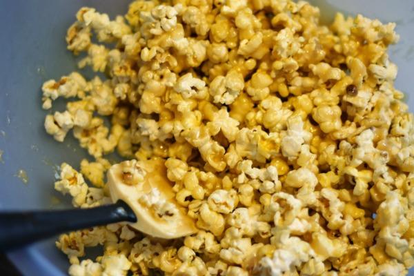 caramel corn stir
