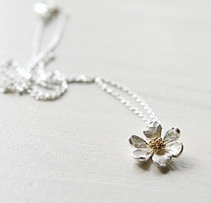 whiteflowernecklace